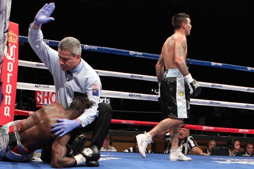 Ajose-knocked-out-by-Matthysse