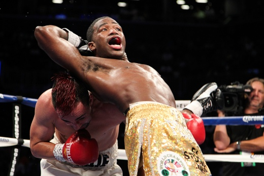 Adrien-Broner-behind-the-back-punch-Paulie-Malignaggi